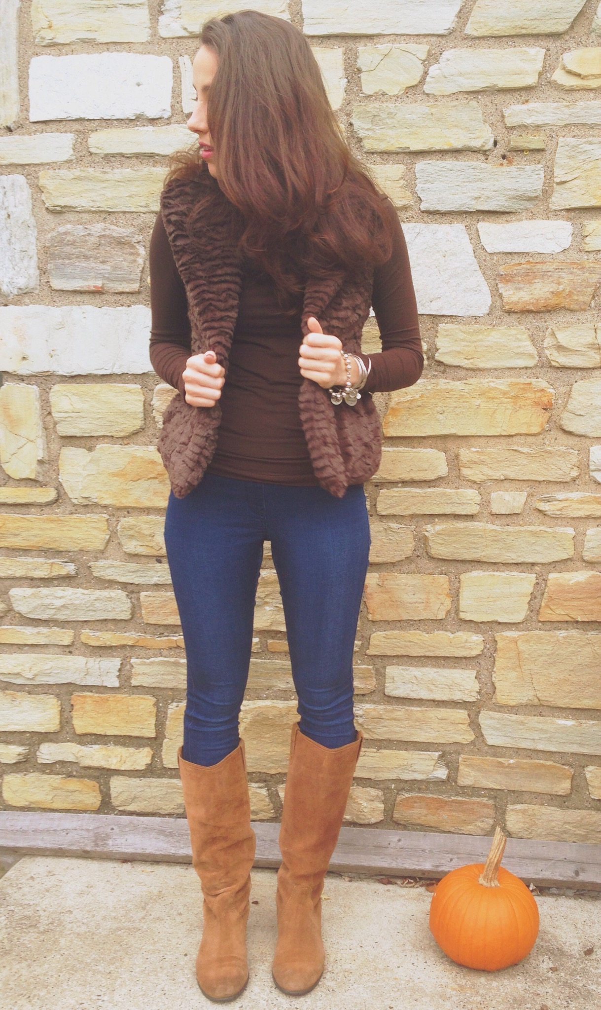 fall uniform | faux fur vest, jeggings, and alex & ani